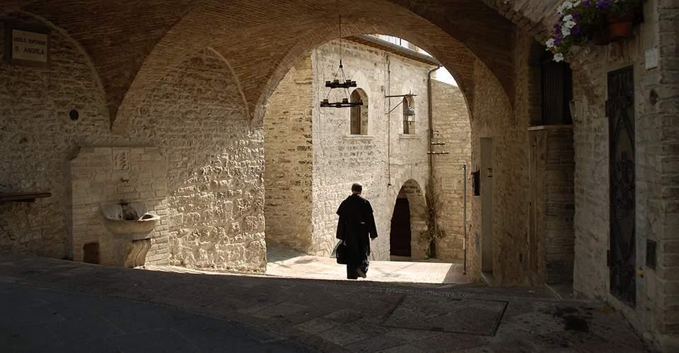 Prete in Assisi